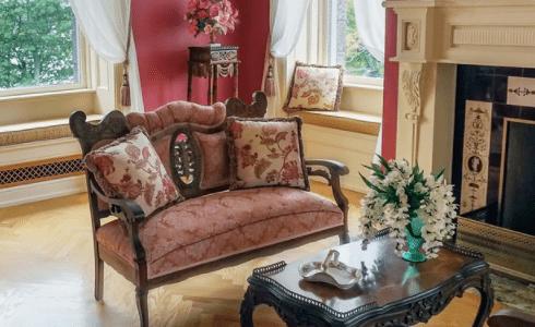 Ein Onlineshop für antike Möbel